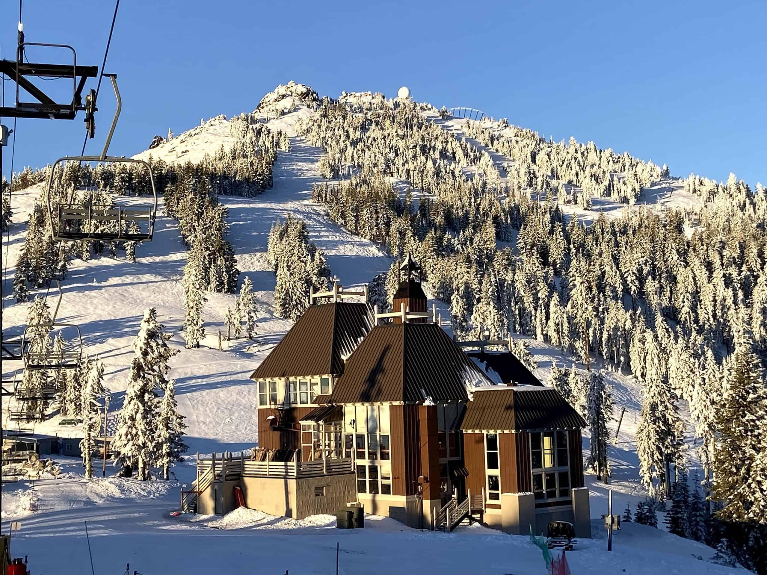 A sunny and snowy morning at Mt. Ashland Ski Area